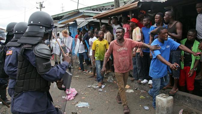 Evelyn Marsters, Monrovia, Ebola, Impolitikal