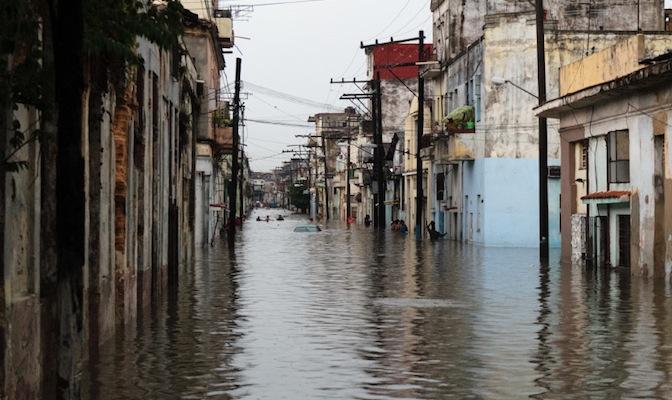 Havana flood, Yoani Sanchez, Impolitikal